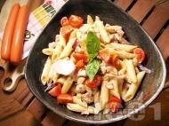 Рецепта Ригатони с чесън, червен лук, жълтък, сметана и кренвирши